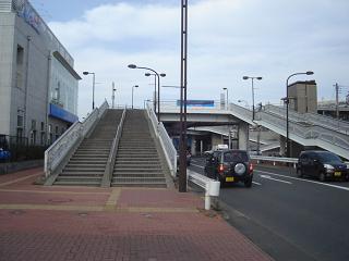 スタジアムへ向かう階段へ